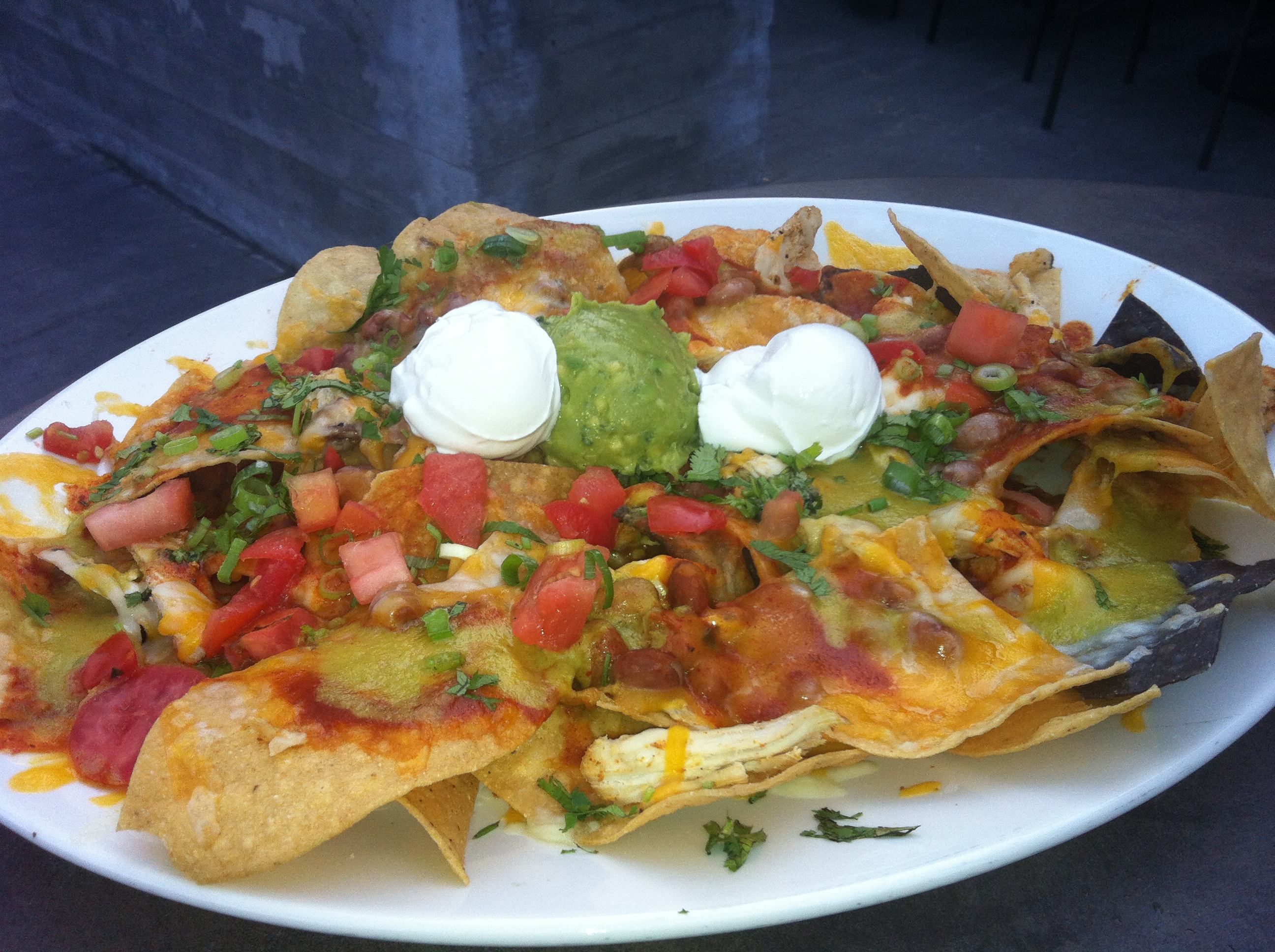 yard house: want some nachos with that beer? | el tour del nacho
